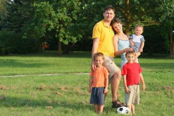 https://cf.ltkcdn.net/kids/images/slide/92028-849x565-family_soccer.jpg