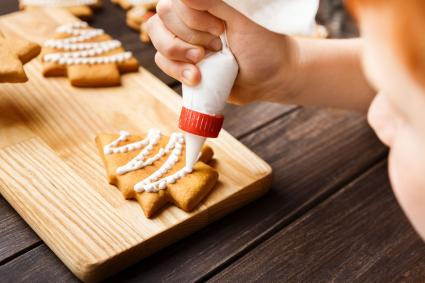 Decorating gingerbread cookies with white icing