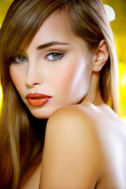 https://cf.ltkcdn.net/makeup/images/slide/112983-510x768r1-juicylipsmakeup.jpg