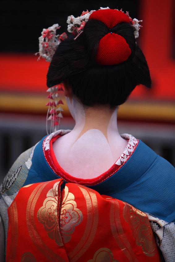 https://cf.ltkcdn.net/makeup/images/slide/131861-566x848r1-geisha1.jpg