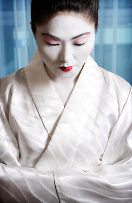 https://cf.ltkcdn.net/makeup/images/slide/131864-553x850r1-geisha5.jpg
