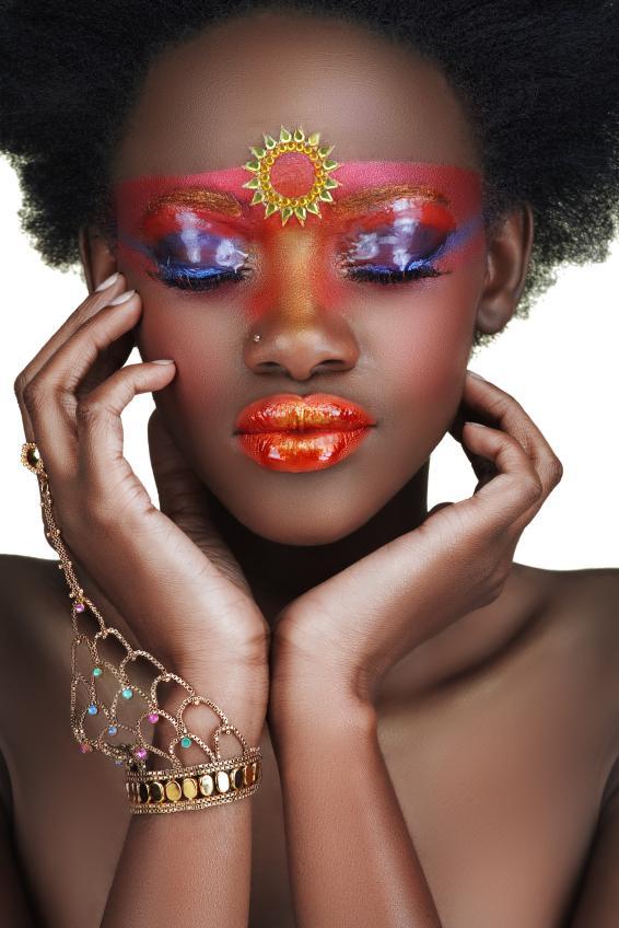 https://cf.ltkcdn.net/makeup/images/slide/131933-566x848r2-fantasy-makeup4.jpg