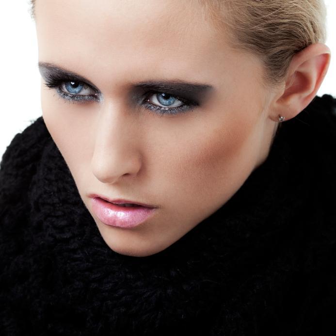 https://cf.ltkcdn.net/makeup/images/slide/140714-693x693r1-Black-smoky-eyes.jpg