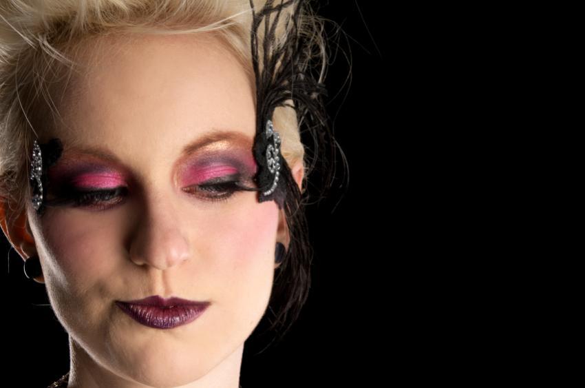 https://cf.ltkcdn.net/makeup/images/slide/140715-850x563r1-Magenta-eyes.jpg