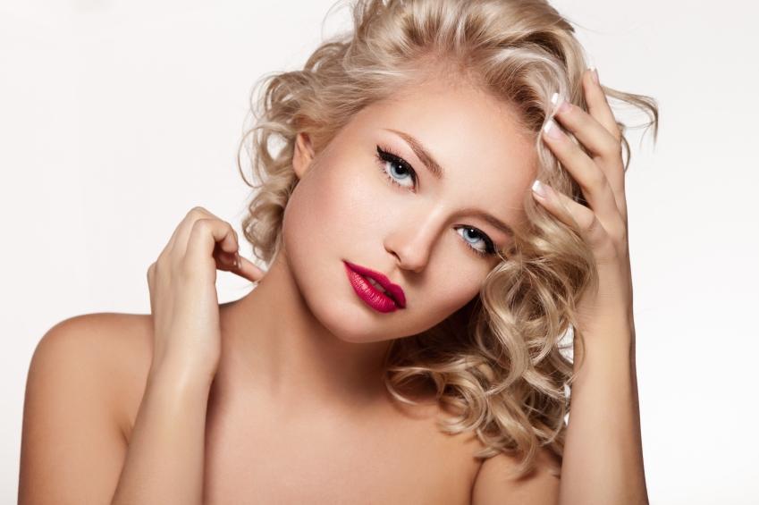 https://cf.ltkcdn.net/makeup/images/slide/148813-849x565r1-blonde-glamor-model-with-retro-makeup.jpg