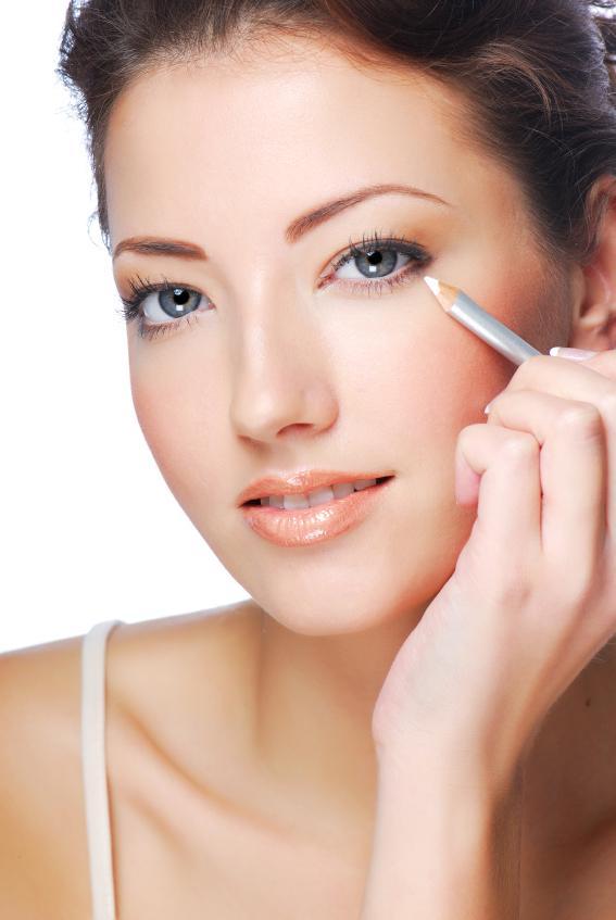 https://cf.ltkcdn.net/makeup/images/slide/148830-567x847r1-eyeliner2.jpg