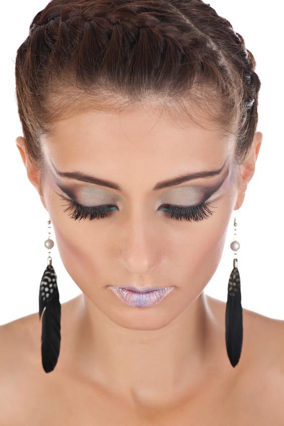 https://cf.ltkcdn.net/makeup/images/slide/148834-566x848r1-eyeliner8.jpg