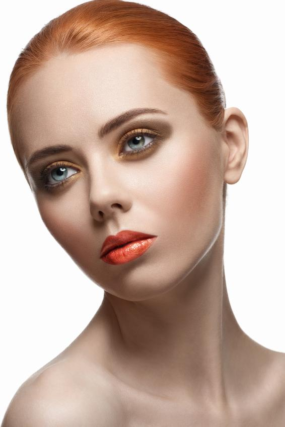https://cf.ltkcdn.net/makeup/images/slide/169643-566x848-iStock_000021441394Small.jpg