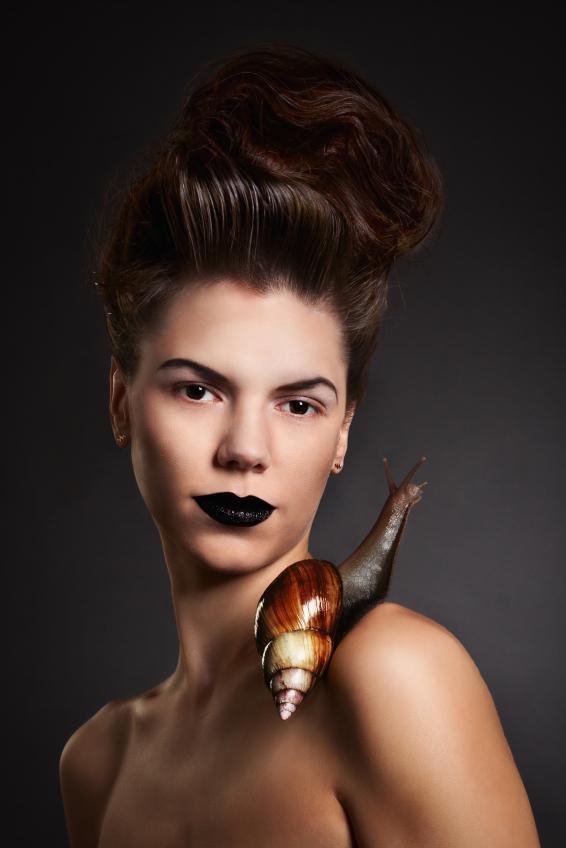 https://cf.ltkcdn.net/makeup/images/slide/175070-566x848-raven-lips.jpg