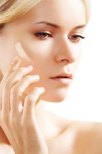 https://cf.ltkcdn.net/makeup/images/slide/178079-334x500-tinted-face-moisturizer.jpg