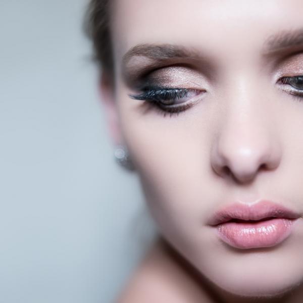 https://cf.ltkcdn.net/makeup/images/slide/196874-600x600-3_palepinklipstick.jpg