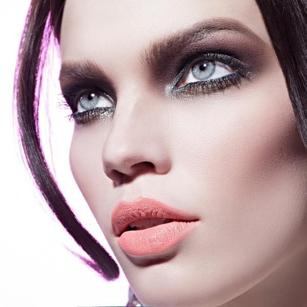 https://cf.ltkcdn.net/makeup/images/slide/196877-600x600-6_palepeachlipstick.jpg