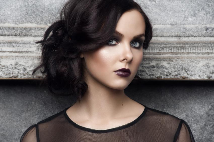 https://cf.ltkcdn.net/makeup/images/slide/213538-850x567-Fashion-makeup.jpg