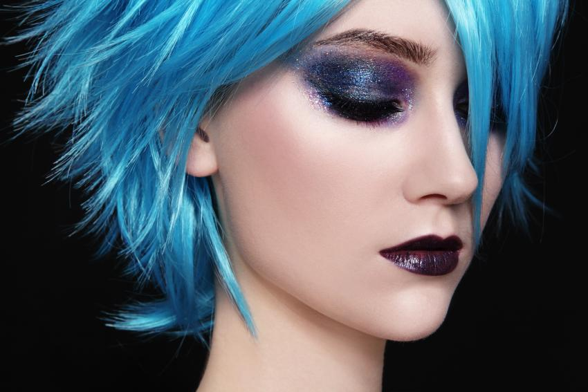 https://cf.ltkcdn.net/makeup/images/slide/213543-850x567-Blue-hair.jpg