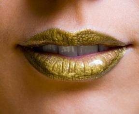 https://cf.ltkcdn.net/makeup/images/slide/87455-288x235-gold-fantasy.jpg