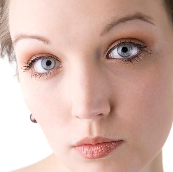 https://cf.ltkcdn.net/makeup/images/slide/87554-565x564-blue-eyes-7.jpg