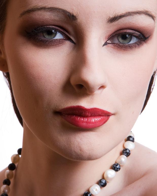 https://cf.ltkcdn.net/makeup/images/slide/87605-620x774-iStock_000008100593Small.jpg