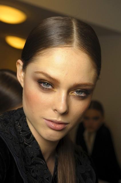 https://cf.ltkcdn.net/makeup/images/slide/87868-423x635-Haute_couture_makeup_3.jpg