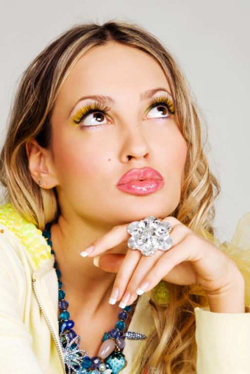 https://cf.ltkcdn.net/makeup/images/slide/87904-513x768-Pink_lipstick2.jpg