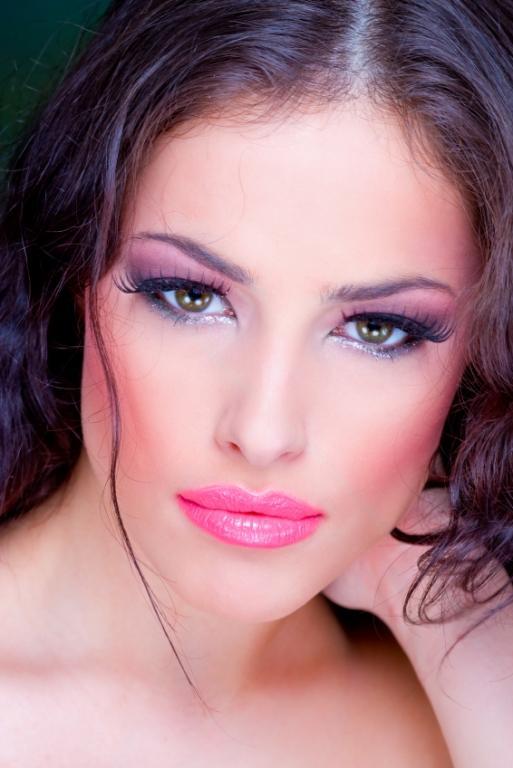 https://cf.ltkcdn.net/makeup/images/slide/87905-513x768-Pink_lipstick3.jpg