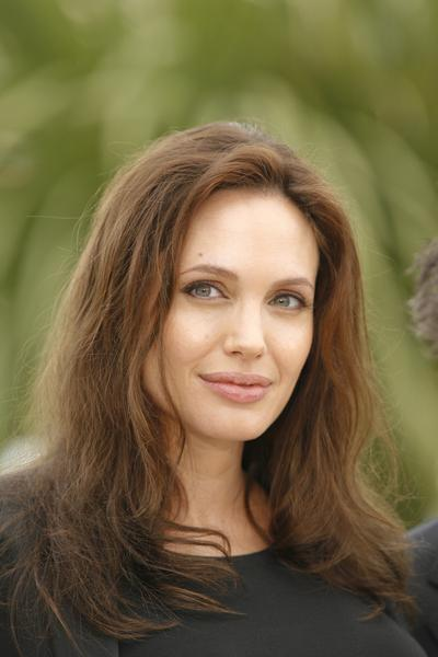 https://cf.ltkcdn.net/makeup/images/slide/87915-400x600-Angelina5.jpg
