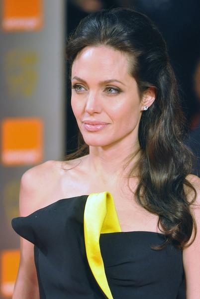 https://cf.ltkcdn.net/makeup/images/slide/87918-402x600-Angelina2.jpg
