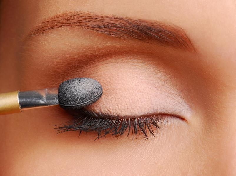 Step by Step on How to Apply Eyeshadow | LoveToKnow