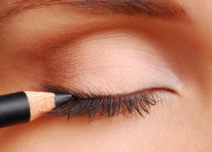https://cf.ltkcdn.net/makeup/images/slide/87923-819x586-eyeshadow4.jpg