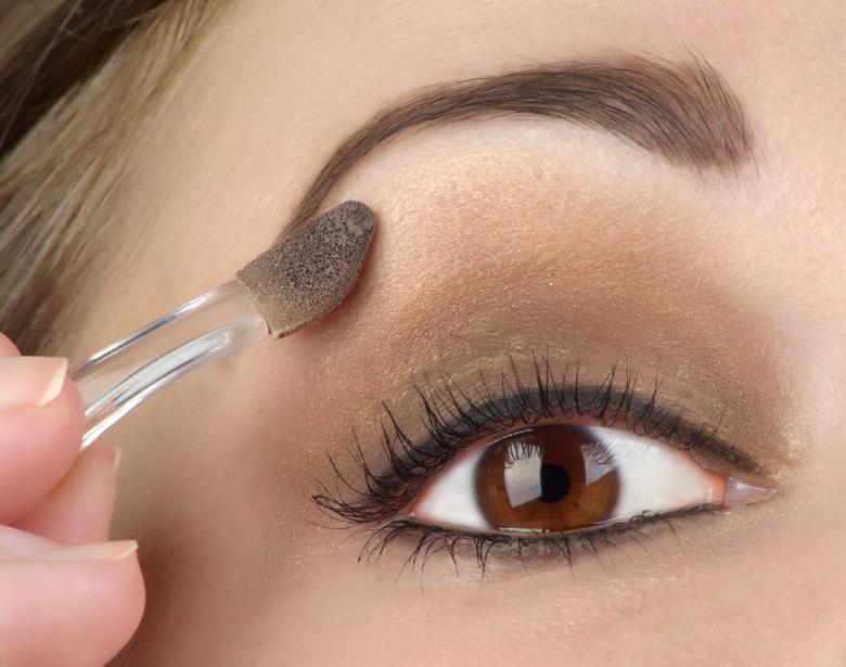 https://cf.ltkcdn.net/makeup/images/slide/87925-780x615-eyeshadow3.jpg