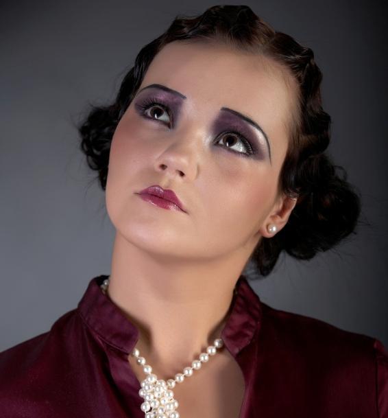 https://cf.ltkcdn.net/makeup/images/slide/87977-566x609-20s_makeup7.jpg