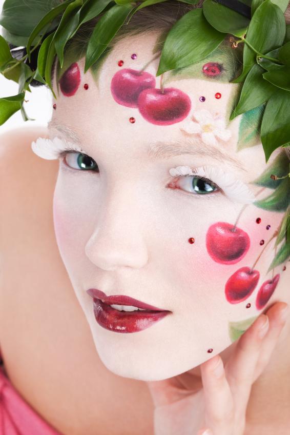 https://cf.ltkcdn.net/makeup/images/slide/87992-566x848-iStock_000010622845Small.jpg