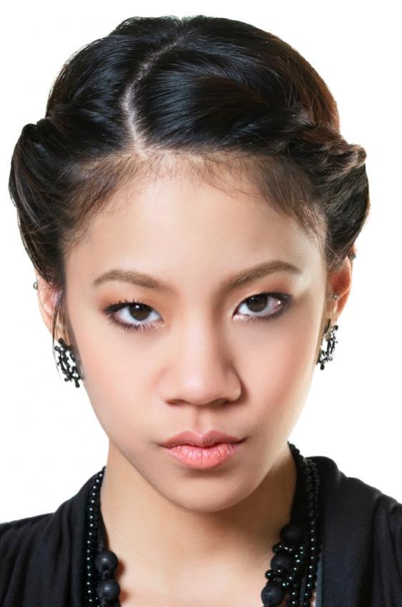 https://cf.ltkcdn.net/makeup/images/slide/88057-563x850-teen_girl_4.jpg
