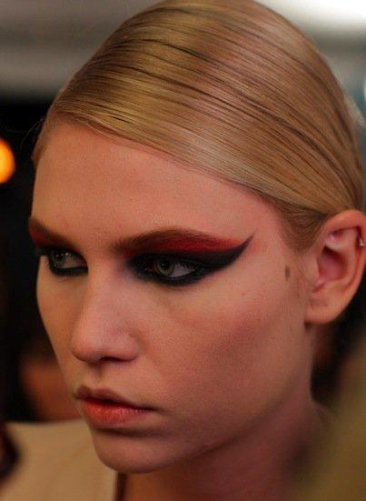 https://cf.ltkcdn.net/makeup/images/slide/88095-403x551-mj_makeup.jpg