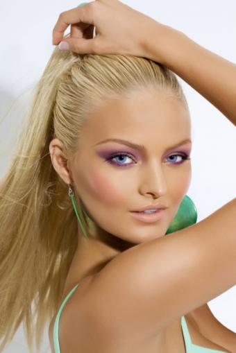 https://cf.ltkcdn.net/makeup/images/slide/112979-513x768r1-easybreezystylemakeup.jpg