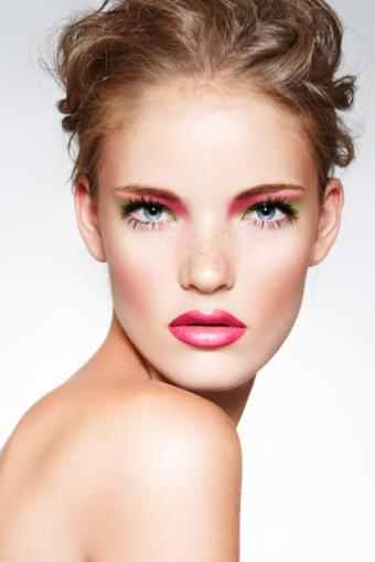 https://cf.ltkcdn.net/makeup/images/slide/112985-513x768r1-pinkmakeup.jpg