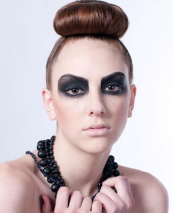 https://cf.ltkcdn.net/makeup/images/slide/126641-566x697r1-victim7.jpg