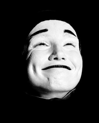 https://cf.ltkcdn.net/makeup/images/slide/130212-620x774r1-black-and-white-mime.jpg