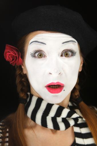 https://cf.ltkcdn.net/makeup/images/slide/130214-566x848r1-surprised-mime.jpg