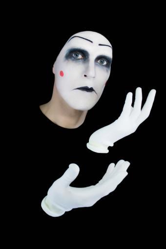 https://cf.ltkcdn.net/makeup/images/slide/130215-566x848r1-gloomy-mime.jpg