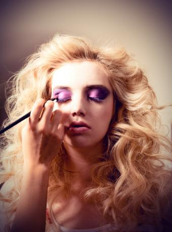 https://cf.ltkcdn.net/makeup/images/slide/131298-597x804r1-70s-makeup5.jpg