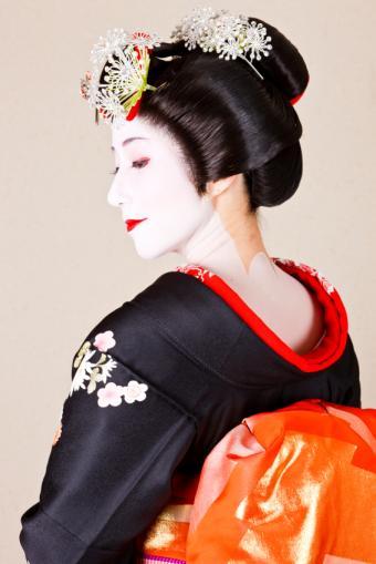 https://cf.ltkcdn.net/makeup/images/slide/131860-566x848r1-geisha0.jpg