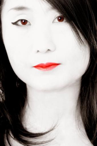 https://cf.ltkcdn.net/makeup/images/slide/131862-567x847r1-geisha4.jpg