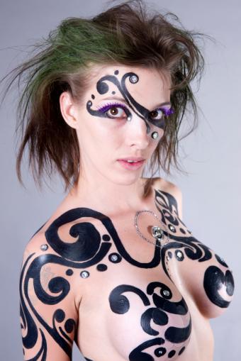 https://cf.ltkcdn.net/makeup/images/slide/137185-566x848r1-Tribal-makeup-%282%29.jpg