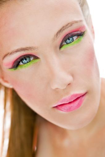 https://cf.ltkcdn.net/makeup/images/slide/137188-566x848r1-Bright-face-mask.jpg