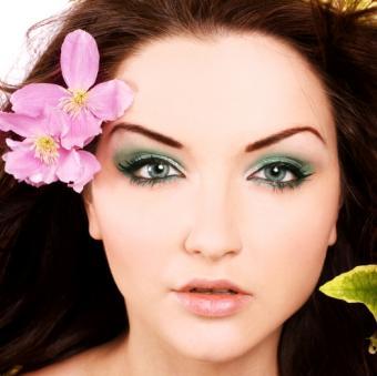 https://cf.ltkcdn.net/makeup/images/slide/138908-525x524r1-green-aqua.jpg