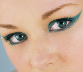 https://cf.ltkcdn.net/makeup/images/slide/138910-483x418-aqua-dramatic.jpg
