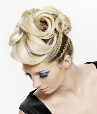 https://cf.ltkcdn.net/makeup/images/slide/140710-641x749r1-Peacock-blue.jpg