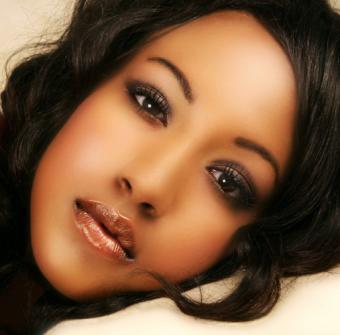 https://cf.ltkcdn.net/makeup/images/slide/145728-507x500-soft-smoky-eye-makeup.jpg