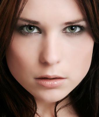 green eyes smoky liner