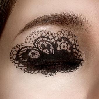 https://cf.ltkcdn.net/makeup/images/slide/148827-693x693r1-eyeliner3.jpg